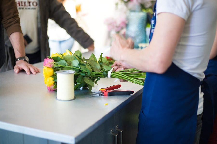 fleurs-et-nuances-equipe-bouquet